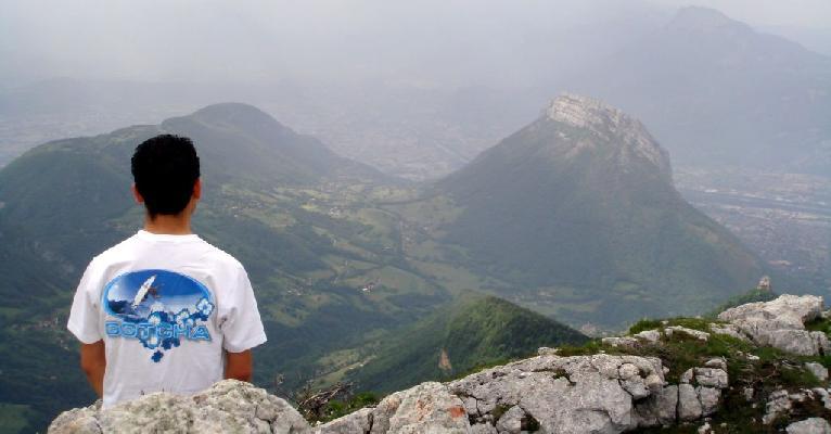 Panoramique -  Vue sur le Néron et la ville de Grenoble (mai 2007)